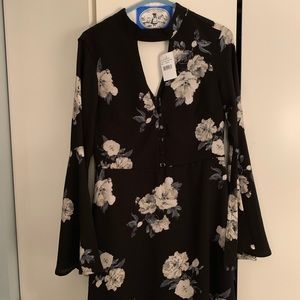 NEW (never worn) Harper Bell Sleeve Dress